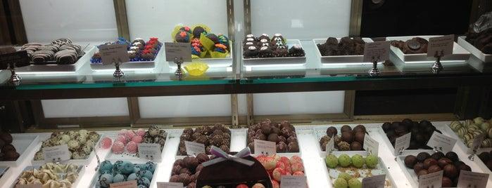 Godiva Chocolatier is one of Lieux qui ont plu à Chika.
