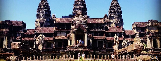 Angkor Wat (អង្គរវត្ត) is one of Top photography spots.