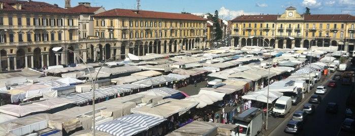 Piazza Garibaldi is one of Lugares favoritos de Andrea.