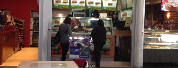 Subway is one of Orte, die Omar gefallen.
