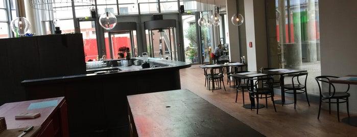 Badias Schirn Cafe is one of Why Starbucks?.