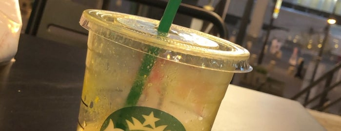 Starbucks is one of สถานที่ที่ Muneera ถูกใจ.