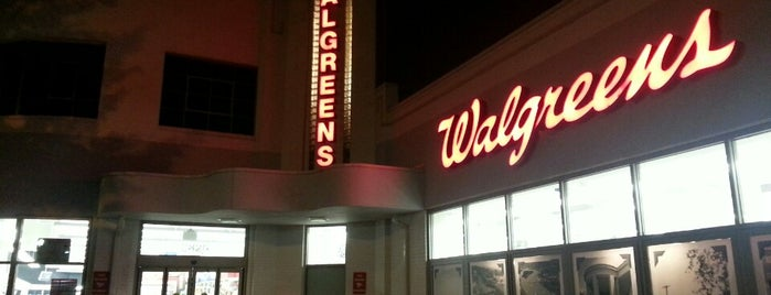 Walgreens is one of Lugares favoritos de Wallace.