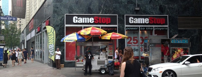 GameStop is one of Lugares favoritos de Marissa.