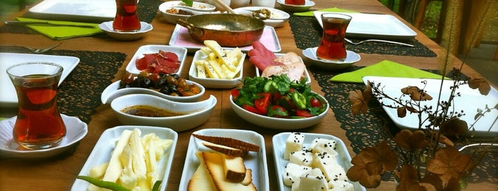 Moment Park Restaurant is one of Lieux sauvegardés par İrmgmz.