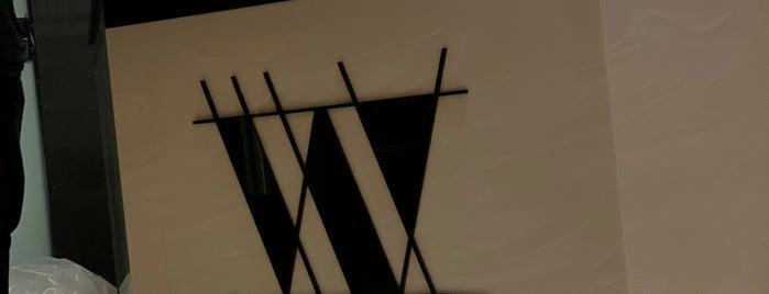 W Cafe is one of Posti salvati di Queen.