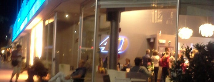 4D Gelateria is one of Locais curtidos por Asli.