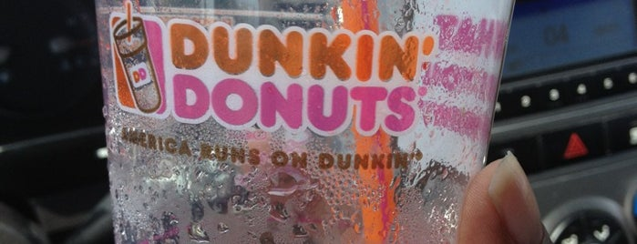 Dunkin' is one of Locais curtidos por Lindsaye.