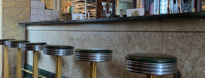 Spinning J Bakery and Soda Fountain is one of Lugares favoritos de Shelley.
