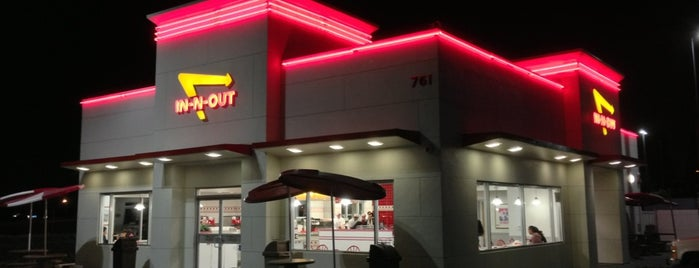 In-N-Out Burger is one of Jason'un Beğendiği Mekanlar.