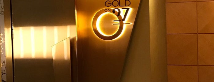 Gold on 27 is one of María : понравившиеся места.