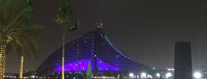 Jumeirah Beach Hotel is one of สถานที่ที่ María ถูกใจ.