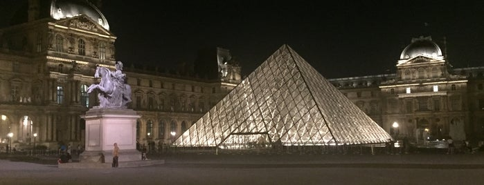 Museum Louvre is one of Tempat yang Disukai María.