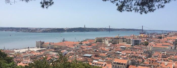 Castello di San Giorgio di Lisbona is one of Posti che sono piaciuti a María.
