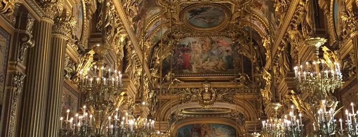 Opéra Garnier is one of Tempat yang Disukai María.