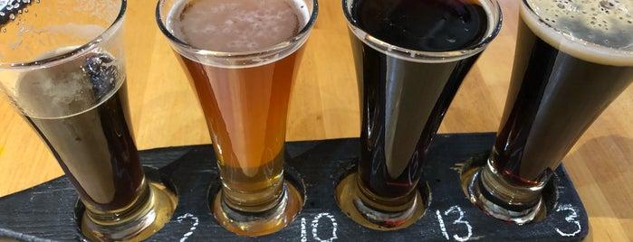 Powder Hollow Brewery is one of Lugares favoritos de Lindsaye.