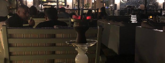 Bar Bunn Cafe & Bistro is one of Posti che sono piaciuti a Oktay.