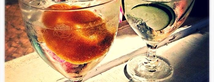 Hemingway's Bar is one of Tugaaa.