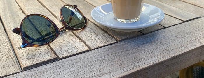 Caffé Nero is one of Locais curtidos por Pelin.