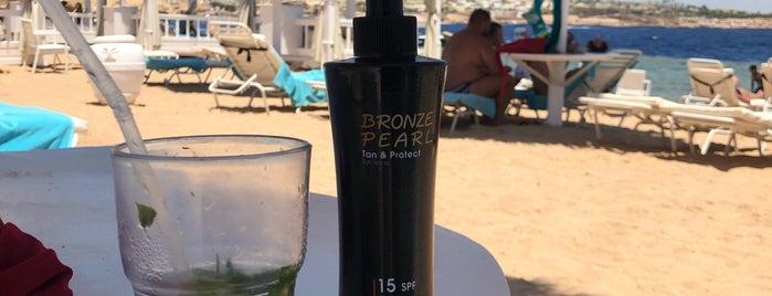 Beach at Sunrise Grand Select Arabian Beach Resort is one of Денис 님이 좋아한 장소.