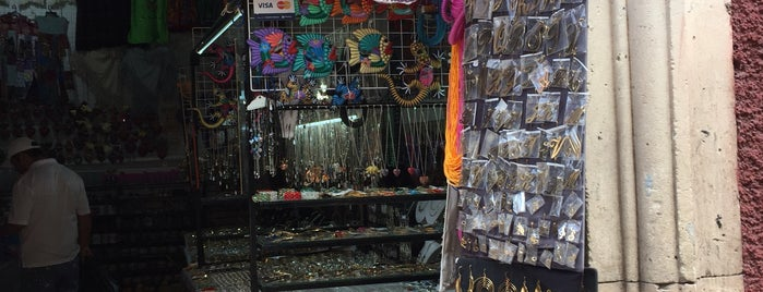 Plaza Relox is one of Locais curtidos por Analucia.