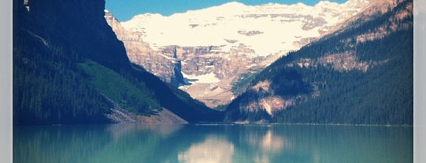 Lake Louise is one of Orte, die Sarah gefallen.