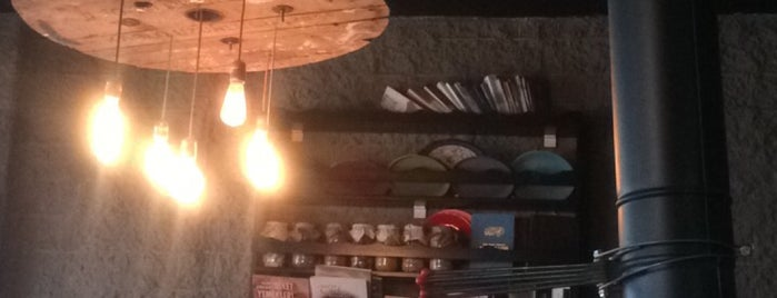Cafe CUMA is one of สถานที่ที่บันทึกไว้ของ Emre.