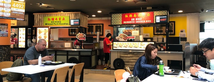 Singapore Food Street 新加坡美食街 is one of สถานที่ที่ 高井 ถูกใจ.
