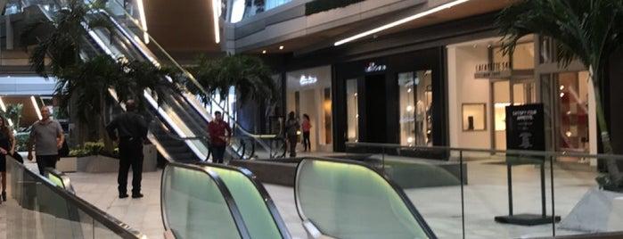 Saks Fifth Avenue is one of Posti che sono piaciuti a Aline.