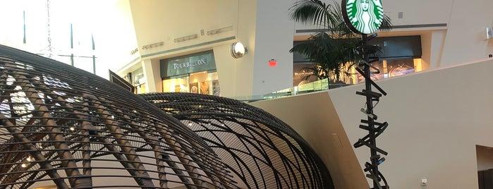 Starbucks is one of Lieux qui ont plu à Kim.