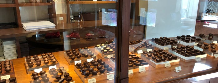 Fran's Chocolates is one of Locais curtidos por Piotr.