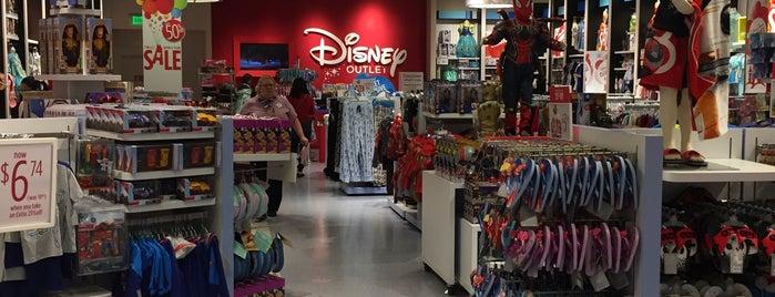 Disney Store is one of Lugares favoritos de Nidia.