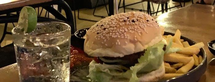 Wacko Burger Cafe is one of Patricio'nun Beğendiği Mekanlar.