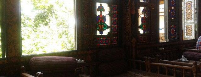 Naqsh-e Jahan Traditional Restaurant   سفره خانه سنتی نقش جهان is one of Lieux qui ont plu à Nora.