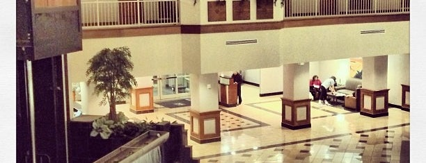 Embassy Suites by Hilton Dulles North Loudoun is one of Locais curtidos por Jen.