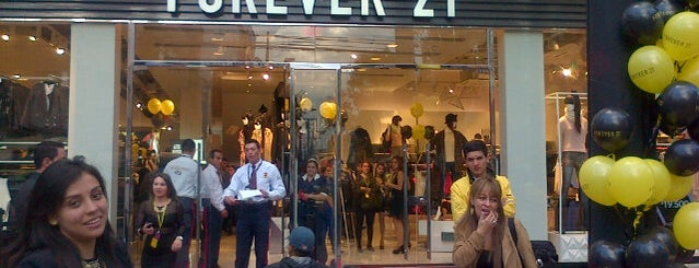 Forever 21 is one of Lieux sauvegardés par Florencia.