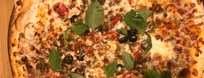 Napel Pizza is one of Tempat yang Disukai H.