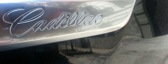 SimplyRides.com & Cadillac #SRAutoMixer is one of สถานที่ที่ Sekou ถูกใจ.