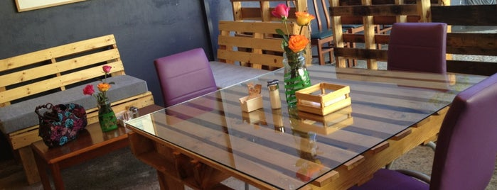 The Loft Café is one of Por Conocer.