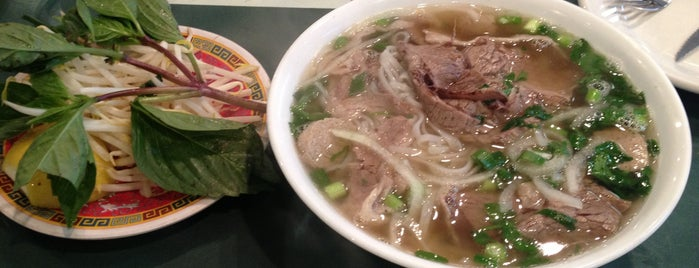 Phở Bằng is one of Lugares favoritos de Karen.