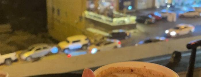 Omberllo Café is one of Posti salvati di Queen.
