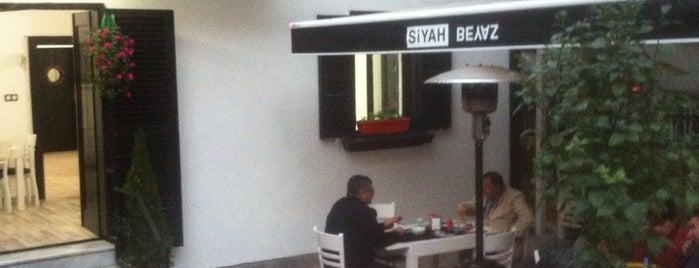 Siyah Beyaz Cafe & Bistro is one of Orte, die Pınar gefallen.
