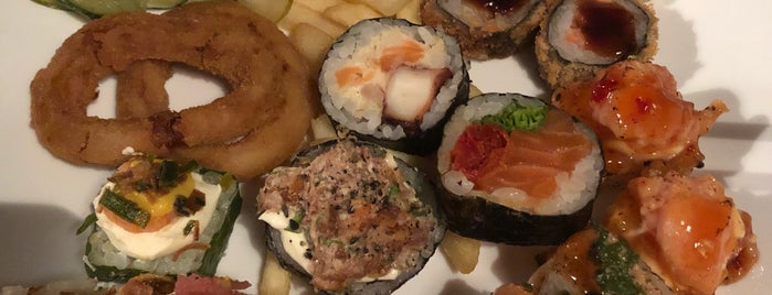 Osaka Sushi Lounge Bar is one of Adriana'nın Beğendiği Mekanlar.