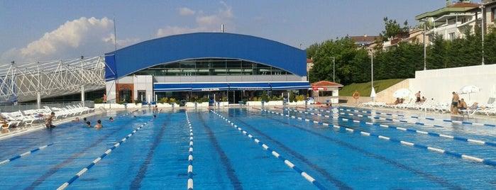 Konak Olimpik Yüzme Havuzu is one of * GİDİYORUZ :)).