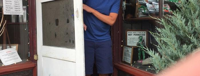 Mike's Tavern is one of Lieux qui ont plu à Weslie.