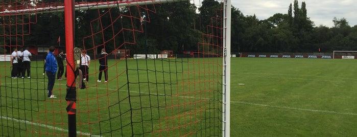 Knaphill FC is one of Lugares favoritos de Carl.