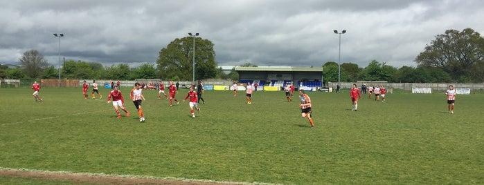 Ashford Town Football Club is one of สถานที่ที่ Carl ถูกใจ.
