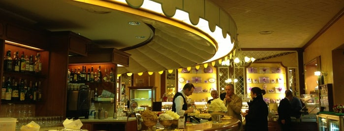 Pasticceria Caffetteria Villa is one of Lunch Milano.