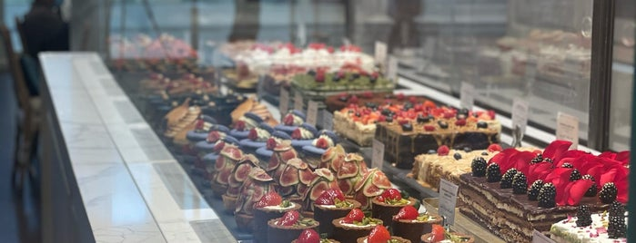 L'ETO is one of Lugares favoritos de Foodie 🦅.