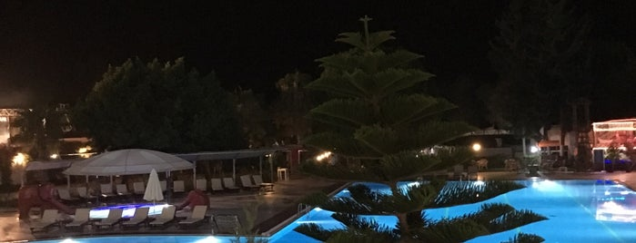 Club Hotel Karaburun is one of สถานที่ที่ Ekrem ถูกใจ.